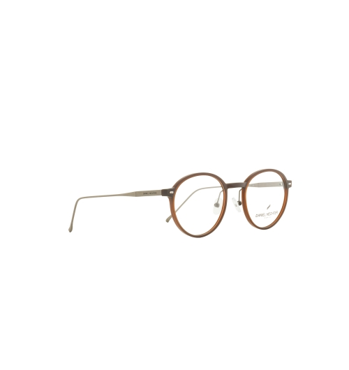 DHP613-7 - A piece of Paris right in front of you Those wearing a Daniel Hechter-designed model will always feel like they are carrying a piece of Paris – that typical 'savoir vivre' included – on their noses. Daniel Hechter Eyewear's classic-elegant collections for men and women were designed for smart and style-conscious yet pragmatic people who want to sport an effortless style on every occasion while demanding premium quality. This year's collection packs numerous models in yellow, this season's foremost trend colour. From its colour to shape to extraordinary design elements, every frame boasts at least one special detail.