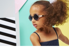 CraZyg-Zag Sun - <p>Get ready to discover the new CraZyg-Zag sunglasses, the latest innovation by Ki ET LA, designed just for kids from 6 to 12 years.</p> <p><strong>The supple Zig Zag hinges</strong>make the arms incredibly flexible ... totally crazy!!!</p> <p>Designed for kids on the move,<strong>the light, flexible and resistant materials</strong>are perfectly suited for the hectic life of today's children.</p> <p>And as always, the lenses offer perfect protection for all ages: our CraZyg-Zag SUN glasses have<strong>category 3 polarised lenses</strong>,<strong>and UVA, UVB and blue light protection.</strong>An ideal barrier against the sun's rays.</p> <p>When it comes to style, there is no doubt: the CraZyg-Zag are on-trend with their Memphis touch and their round RoZZ, pilot PiZZ and butterfly BuZZ shapes.</p> <p>These 3 models are available in 2 sizes and 7 colours: Pink, Blue, Memphis, ZigZag, Black, EKail and Stripe. Our kids will love them</p>