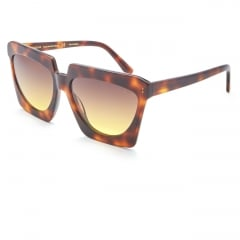 VICTORIA - The strong structure and the oversize dimensions of this acetate sunglasses of the new woman collection, characterize this creation with a unique and big design. To the decidedly squared external shape of the eye corresponds internally a filter with a shape that eliminates the corners and soften the look. Available in black and turtle or in the more delicate light dusty pink and old white versions. It is suitable to the charismatic and demanding woman who do not compromise on comfort and an adequate protection.