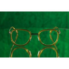 SORENSEN / COLLECTION//03 / CLASSIC LINE - <p>The acetate rim on this stainless steel frame<br />adds dimension to the design and ensures an<br />elegant look with a daring twist // Available in 4 different colors both sun and optical</p> <p>This Hypoallergenic and light weight frame is made with the highest grade of strong and<br />tensile Japanese stainless steel sheet material // Pad arms and exclusive pads are all<br />made in Germany // Highest Quality evaporated coloring on all models // The finest acetate<br />temple tips are manufactured in Italy by Mazzuchelli // Designed in Belgium, produced and<br />engineered in Germany //</p>