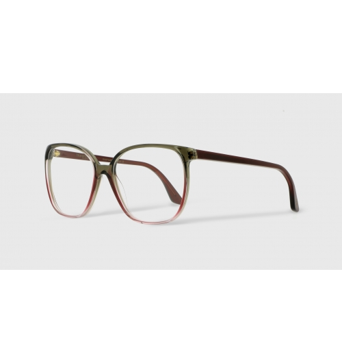 EK-11611 31-83 - Thin and oversized, the optical frame EK11611 revisits the XXL spirit of the yéyés period and its excess in a modern and sophisticated way. The model subtly uses volumes and the details to shape feminine and curved lines. Made in France.