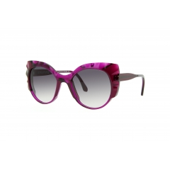The Babylon - <p>Women sunglasses which stand out by their volumes and shapes. The frame is work for more light and brightness. Worth noting: the wavy face of the spectacles for a sunglasses for a chic and shock detailing.</p>
