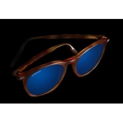 ARLIE - In 2020, Serengeti launches a new unisex acetate shape : ARLIE. This model features a unisex round shape characterized by a slight key nose adding a touch of modernity. Handcrafted to be lightweight and to reveal brilliant hues, this frame will match a wide variety of faces thanks to their versatile shapes. ARLIE features Serengeti mineral lenses combining photochromic, polarizing and Spectral Control® technologies to deliver the crispest visual acuity. Some colors available are in prescription.