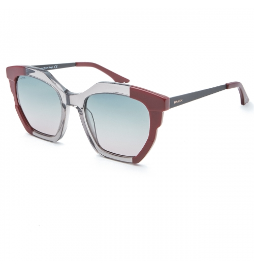 MIA - Sunglasses model of the new collection for women, with geometric and edged lines, strong and decisive character. The fine cantilevering on the front accentuates the contrast of the solid/transparent colors and the ultra-thin metal temples that complete the design. The polarized filters, with special colors,  guarantee always effective protection.