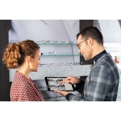 VISUREAL MASTER - Discover an innovative video centring system that blends seamlessly into your interior design and determines all necessary centring data precisely and automatically. Fast and comfortable – without a cumbersome measurement set-up.