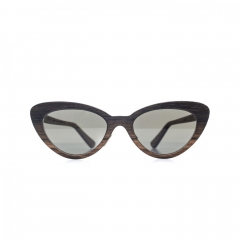 Florence - A very feminine sunglass frame, whose delicately fanciful butterfly shape instantly enchants the eye.
