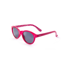 ET1003 - A unisex model of the collection ENOX TEENAGER sunglasses in acetate, with a fresh and casual design. Available in 4 different colors, from red to mint green with mirrored lenses, to fuchsia and light blue with polarized lenses. All variants have in common the distinguishing dotted pattern inside the temples. The frame is extremely comfortable and gives a casual and informal look, guaranteeing the maximum  UV ray protection.