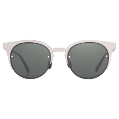 KAL - KAI is a simple, circular-rimmed sunglasses model. The titanium layering design gives the model general volume and a sophisticated feel. The lenses are affixed to the front with four rivets.   31g / TITANIUM
