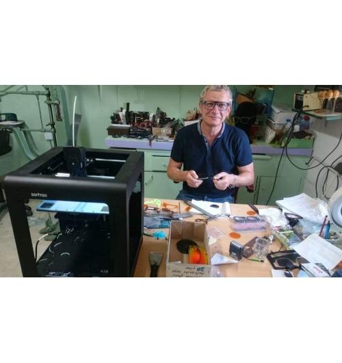 Formation aux techniques de fabrication  manuelle d'une paire de lunettes en acétate de cellulose