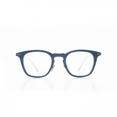 Jean - The off the wall classicism of these glasses with softened edges makes it a fascinating object, for an appearance full of clever.