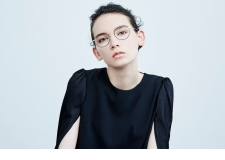 HANA - <p>A simple, sophisticated eyewear based on the concept 'the design of eyewear completes when it is placed on one's face'.</p>