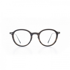 Raphaël - In tribute to measurement, grace and harmony. This unisex frame shapes the look as a vanishing point. Aesthetic is at its height.