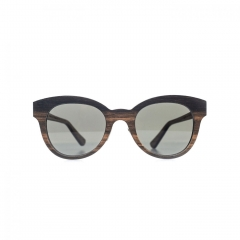 Gloria - Contemporary but retro, sensual but cerebral, playful but thoughtful. This feminine sunglass is a nod to the eyes of cats. The absolute feminine in all its splendor.