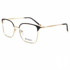 MAYSON - The unisex optical frame of the new ENOX collection, rectangular shape surmounted by a colored or ton sur ton ciliary. Made in satin hypoallergenic metal, with thin metal and acetate temples. Available in different colors, from blue to black, combined with the color of the acetate on the temples. The high-relief logo is put on the metal tips. Equipped with nose pads matching with the metal that guarantee a universal fit, they are spectacles to wear for a sophisticated but always comfortable style.
