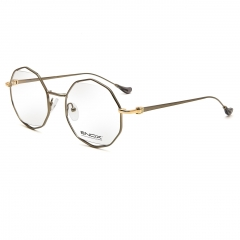 ARDANI - Unisex model of the new ENOX collection, made in hypoallergenic metal with a multifaceted polygonal design which is its particularity together with the ultra slim temples. Available in different colors, gold, gun and steel, differently combined with the black, blue and red of the lugs and the end tips. It's an extremely light and comfortable model which gives a sophisticated and intellectual look.