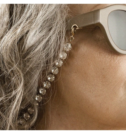 DUG & Swarovsky Chain - The Dug model features a 90's aesthetic completely updated with a modern twist. You can combine the accessories with your favourite Huma glasses, create your style for special occasions and for everyday beauty.